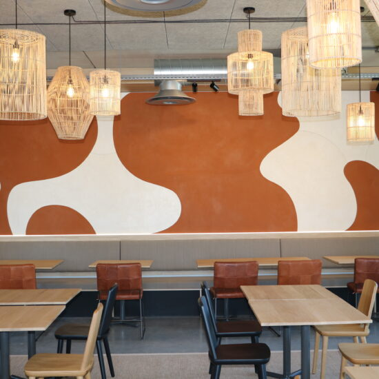 béton ciré ivoire et argile orange terre sur plaques de contreplaqué, 6.70 m x 2.00m